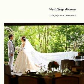 天井から吊り下がる幾重にも重なったベール。結婚式アルバム。