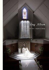 「天空のチャペル」とも呼ばれるその場所には、天空へ続くような真っ白なバージンロード。結婚式アルバム。