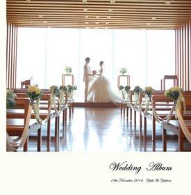 前撮りと挙式披露宴を収めた一冊となっています。結婚式アルバム。