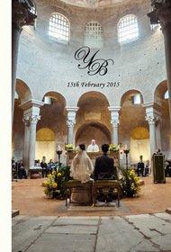 挙式はドーム型の石造りの教会で行われました。結婚式アルバム。