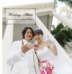 結婚式アルバムはハワイの雄大なビーチを背景としたロケーションフォトから始まります。結婚式アルバム。