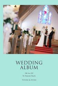 ティファニーブルーの表紙が特徴的なこちらのアルバムは、「ハワイの休日」をコンセプトに、セントクレメント教会での挙式と、街中でのロケーションフォトをまとめた一冊です